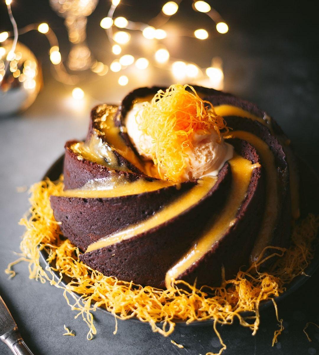 Bolo de Chocolate com creme de ovos, fios de ovos e gelado com Ovos Moles de Aveiro